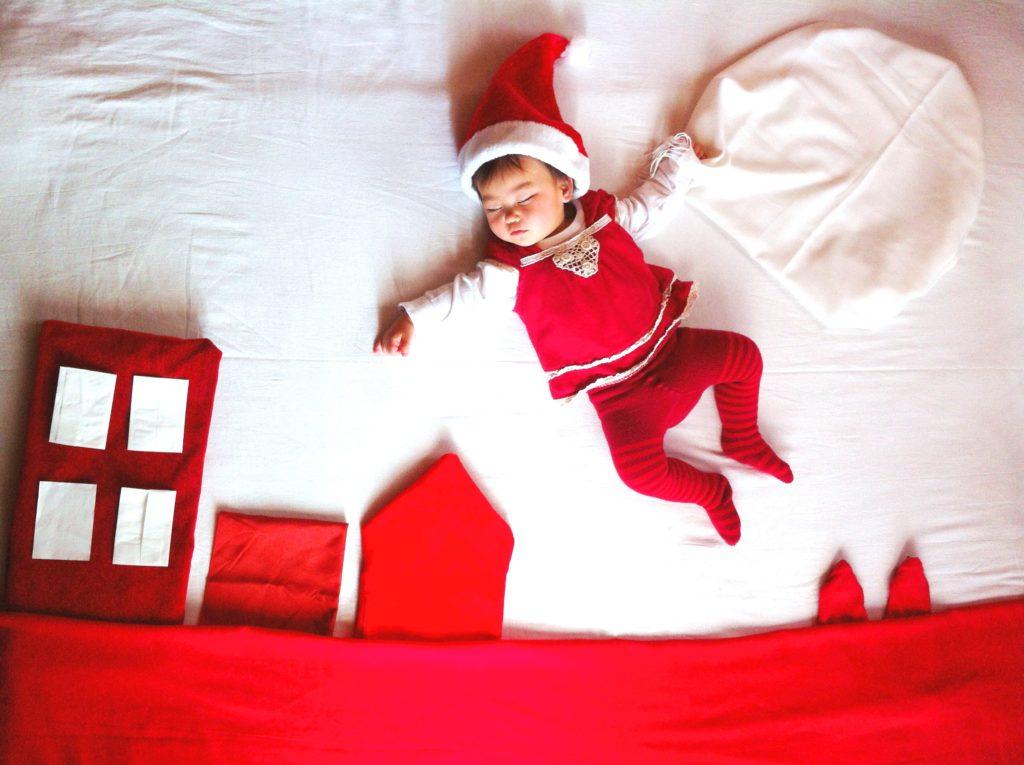 【クリスマス限定デザイン】寝相アート®「サンタが街にやってくる」
